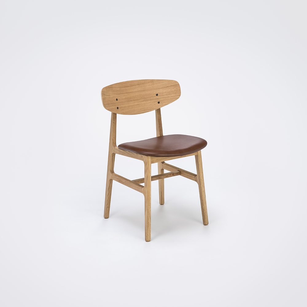 DINING CHAIR // Oiled Veneer Oak back // Kelato brown Leather // Solid Olied Oak Frame