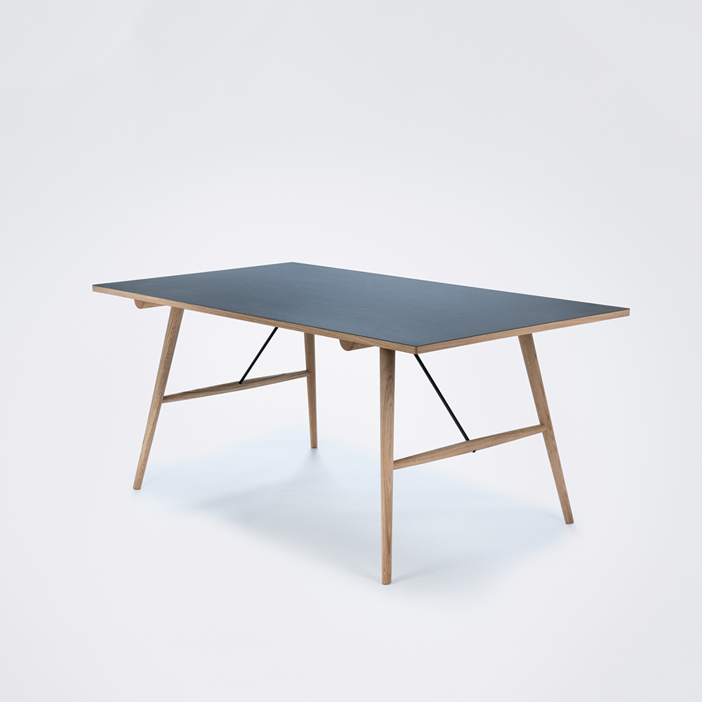 HEKLA Dining table