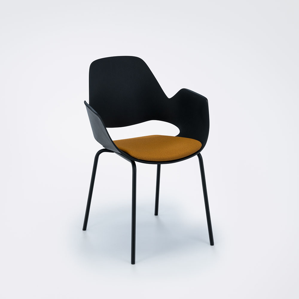 DINING ARMCHAIR WITH PADDED SEAT // Black/Dark yellow // Black metal legs