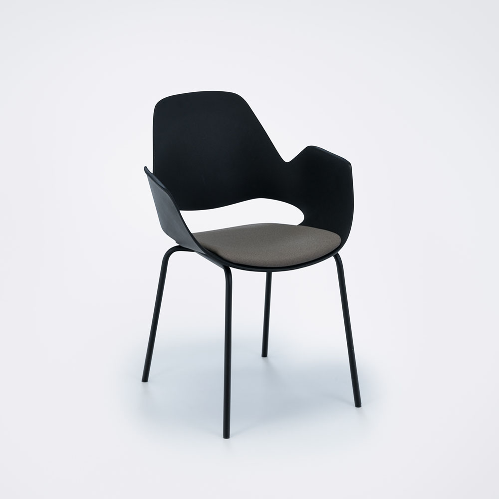 DINING ARMCHAIR WITH PADDED SEAT // Black/clay// Black metal legs