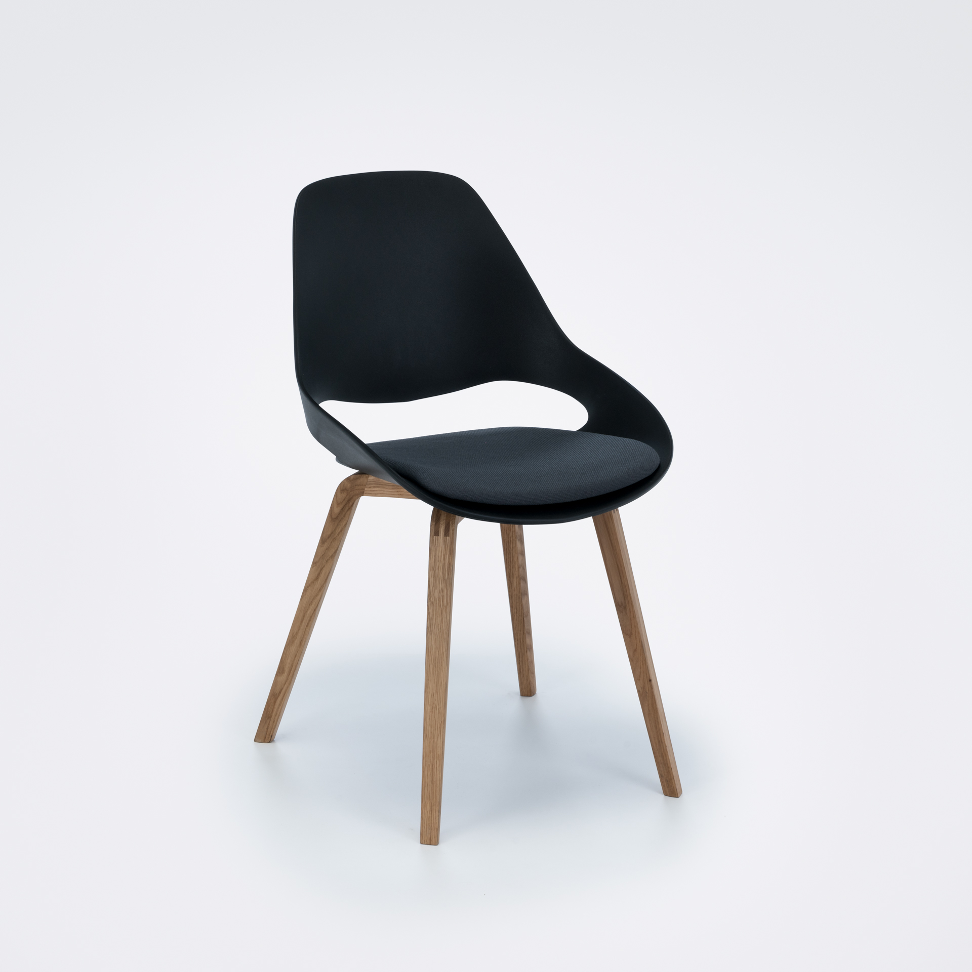 DINING CHAIR // PADDED SEAT // Black/carbon grey // Oiled Oak legs