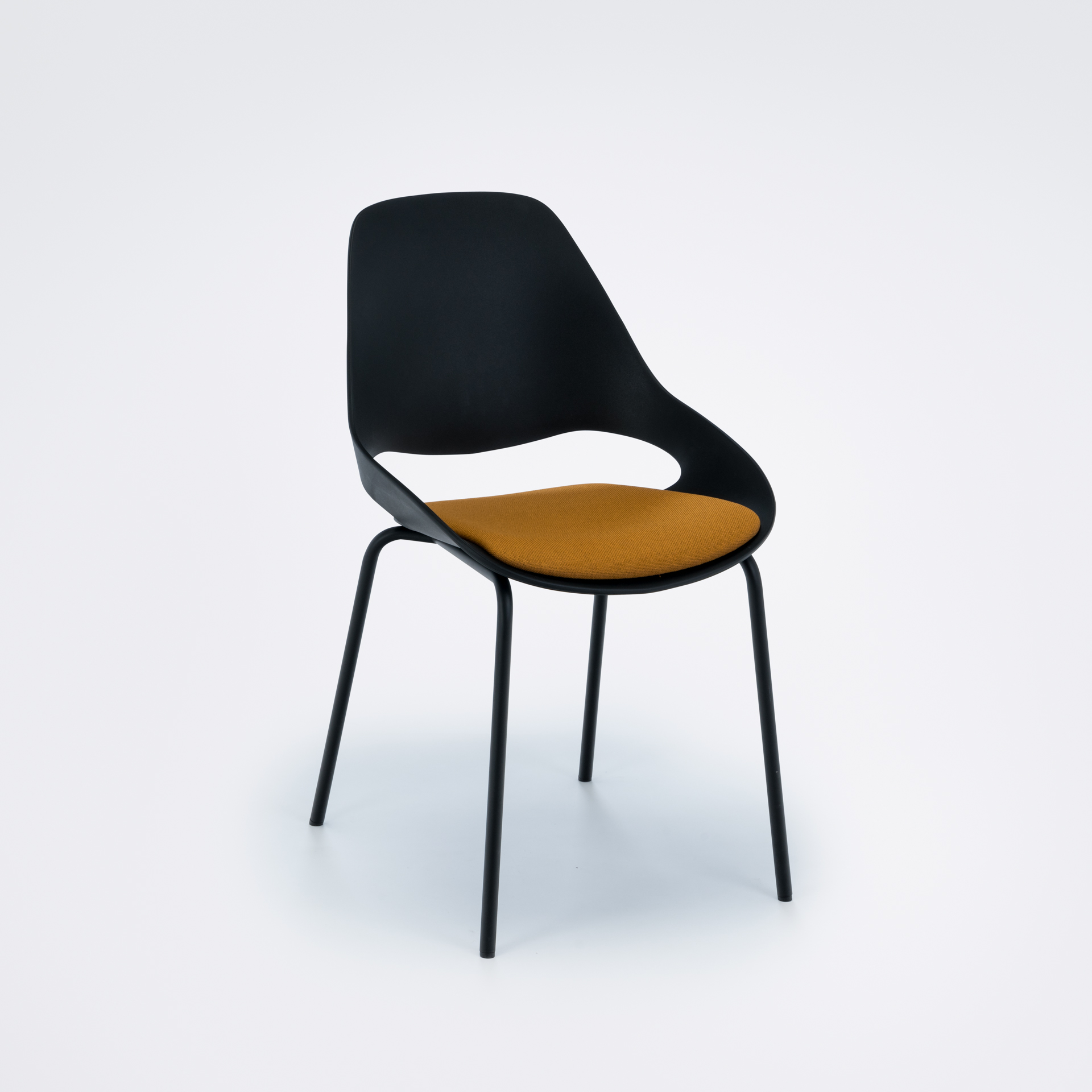DINING CHAIR WITH PADDED SEAT // Black/amber // Black metal legs